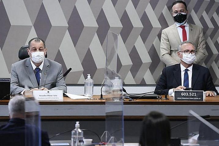 O presidente da CPI, Omar Aziz (PSD), e o relator da comissão, Renan Calheiros (MDB)